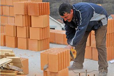 Распил и обработка керамических блоков сабельной пилой